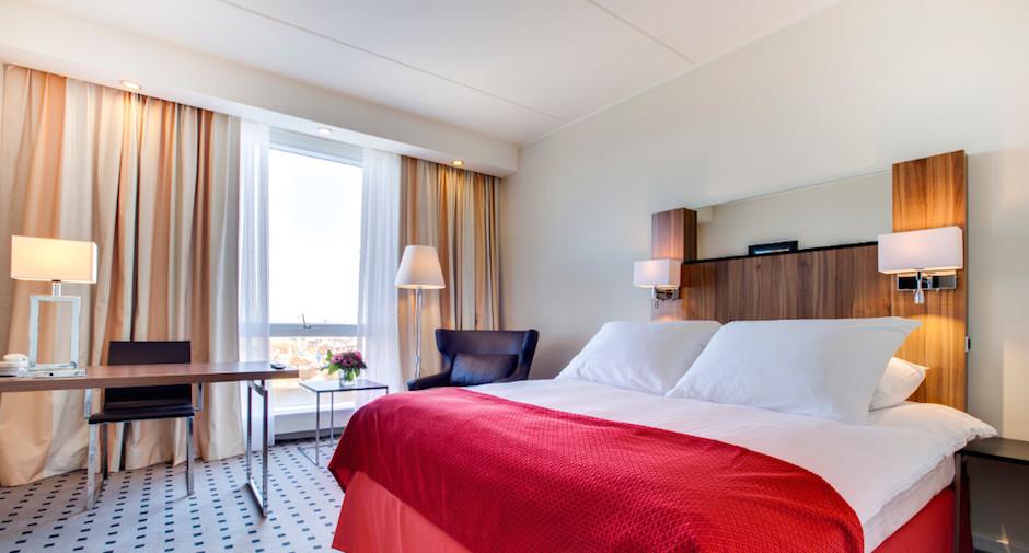 Standard-Room-of-the-Radisson-Blu-Scandinavia-Hotel-Tablet-1