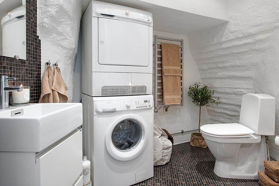 modern-large-bathroom