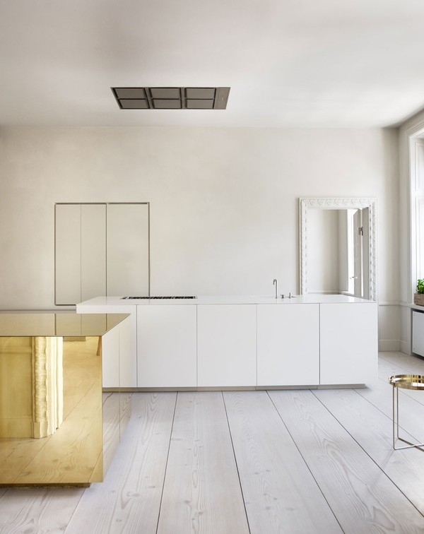 apartment_with_brass_cube_ckr_emmas_designblogg_530d0bcae087c36712f1269a