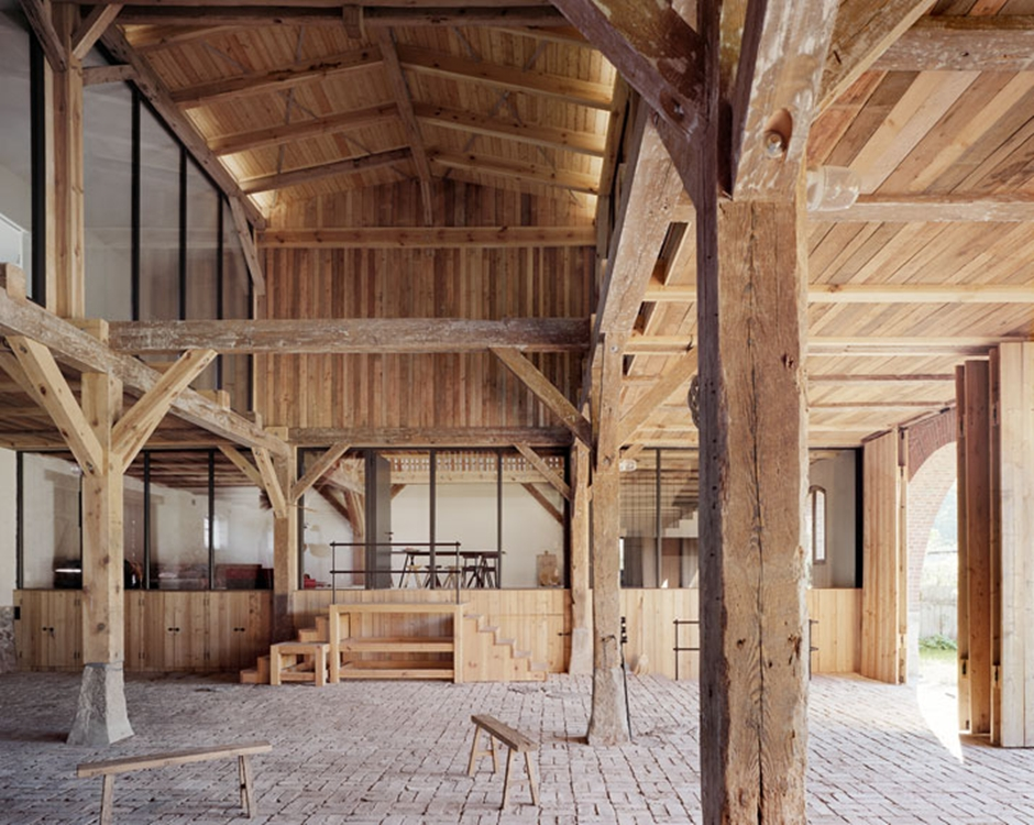 13_A_striking_German_Barn_Conversion_by_Thomas_Kroger_Architekt_photo_Thomas_Heimann_yatzer