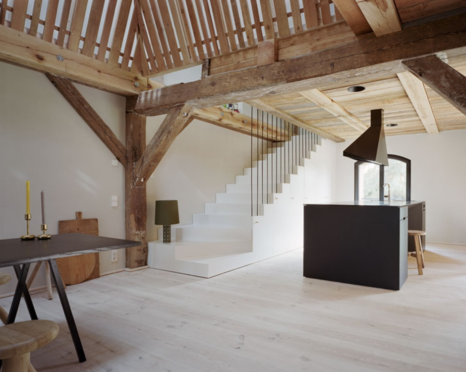6_A_striking_German_Barn_Conversion_by_Thomas_Kroger_Architekt_photo_Thomas_Heimann_yatzer