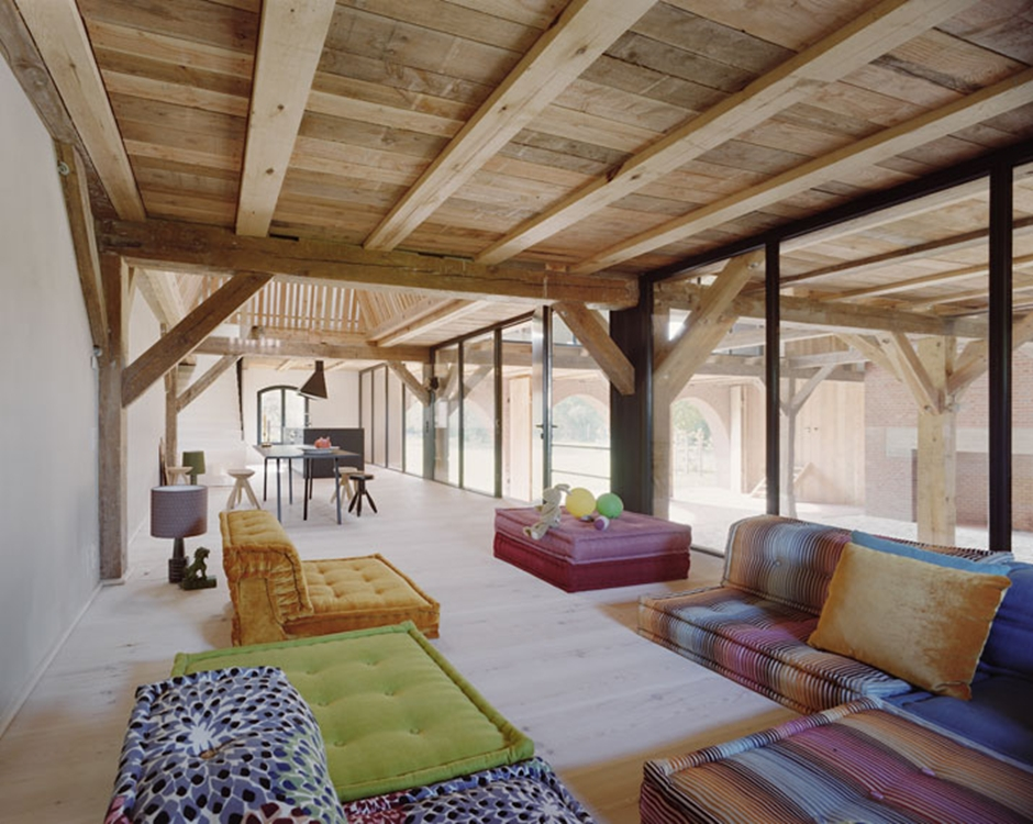 7_A_striking_German_Barn_Conversion_by_Thomas_Kroger_Architekt_photo_Thomas_Heimann_yatzer