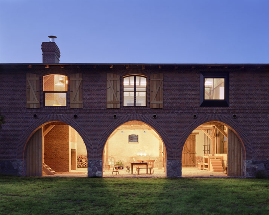 8_A_striking_German_Barn_Conversion_by_Thomas_Kroger_Architekt_photo_Thomas_Heimann_yatzer