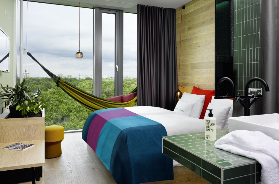 25hours_Hotel_Bikini_Berlin-Jungle-Room-M-Hangematte-Zooblick_gross